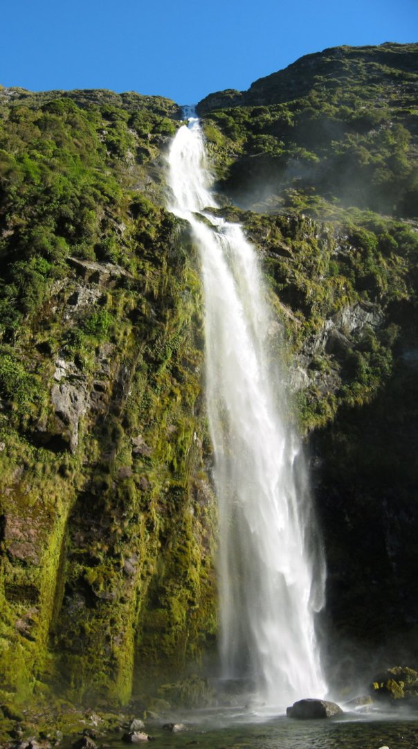 Sutherland-Falls-in-New-Zealand_Beautiful-view_1424