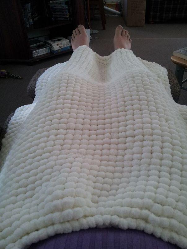 Pom Pom knee rug.